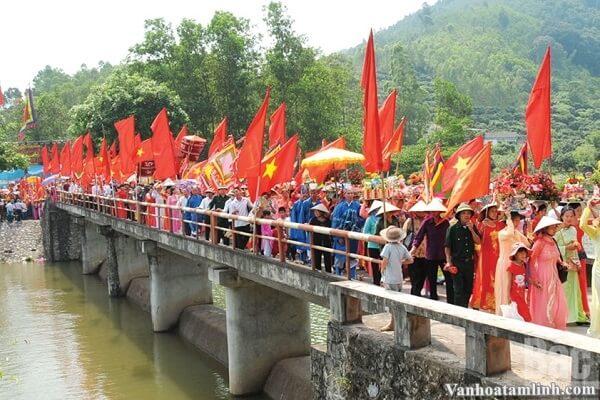 Mẫu Thượng Ngàn - Mỵ Nương Quế Hoa ở suối Mỡ, Bắc Giang