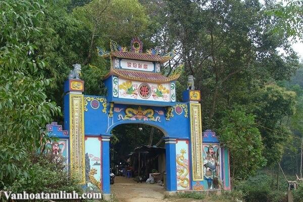 Đền Hoàng Bảy Đá Thiên ở Trại Cau - Thái Nguyên