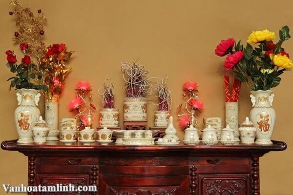 Hướng dẫn cách cắm hoa trên bàn thờ gia tiên, bàn thờ Phật-1