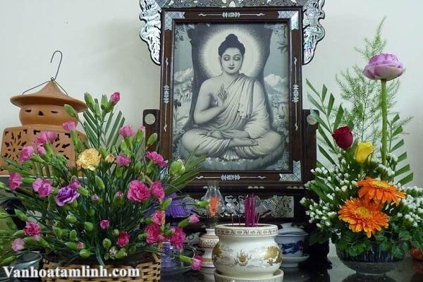 Hướng dẫn cách cắm hoa trên bàn thờ gia tiên, bàn thờ Phật-3