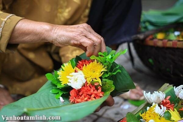 Hướng dẫn cách cắm hoa trên bàn thờ gia tiên, bàn thờ Phật
