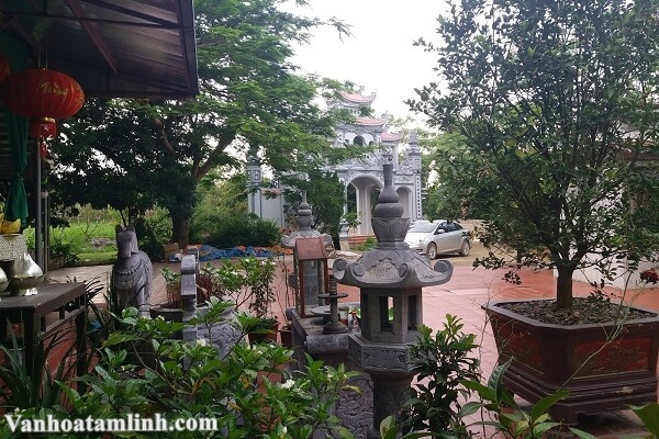 Cảnh đền Cô Đôi Thượng Ngàn ở Nho Quan, Ninh Bình