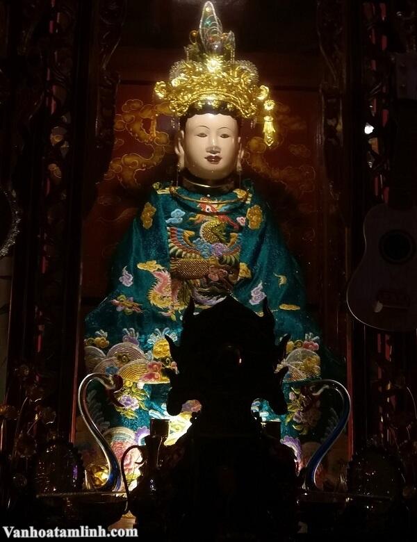 Tượng Cô Đôi Thượng Ngàn tại đền Bồng Lai Ninh Bình