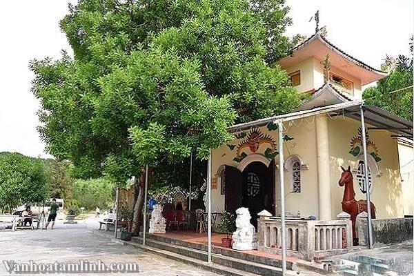 Đền thờ chính Cậu Bé Cửa Đông ở Vân Đồn, Quảng Ninh